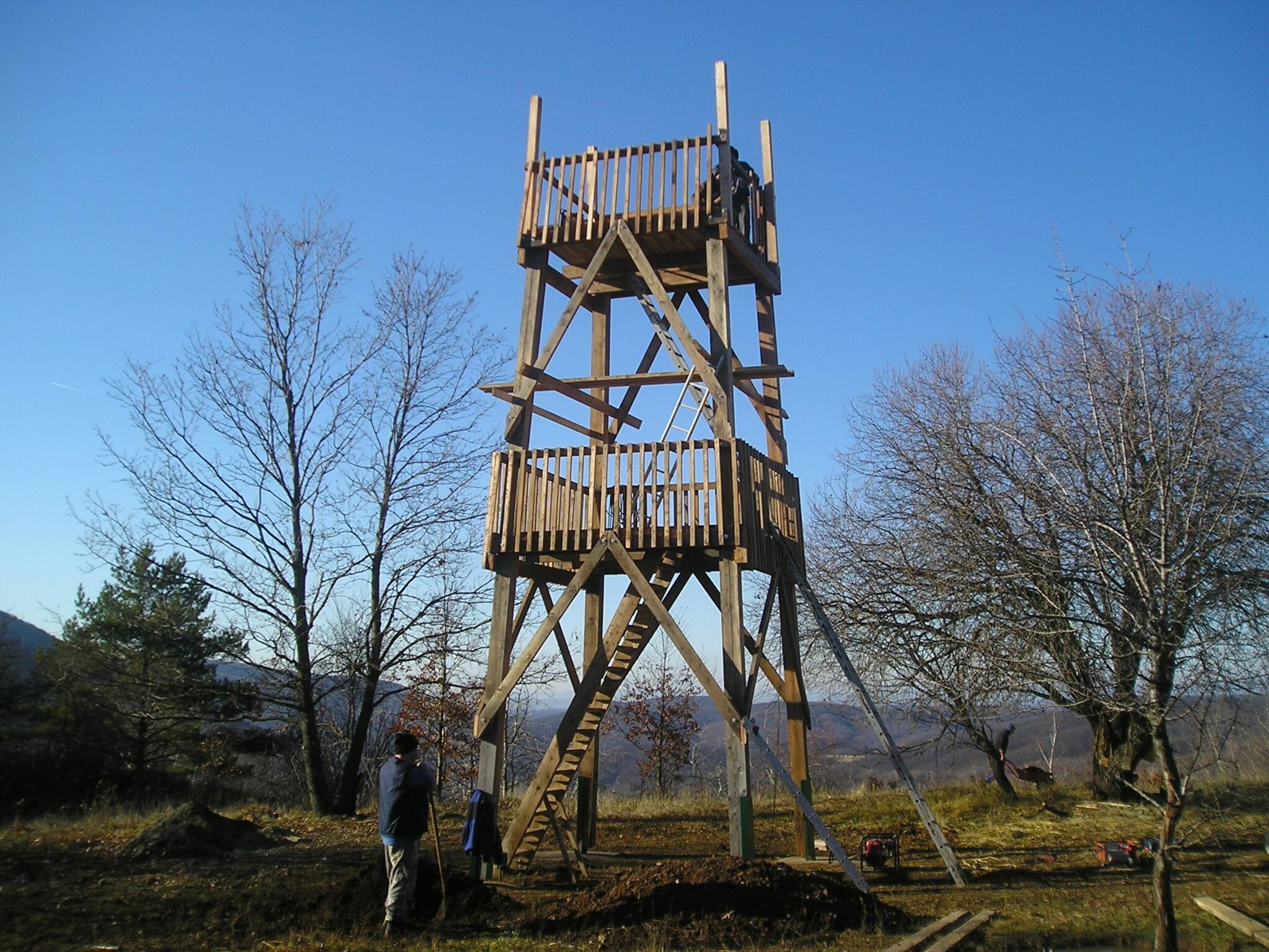 Drevená rozhľadňa Cerová vrchovina - stavba rozhľadne